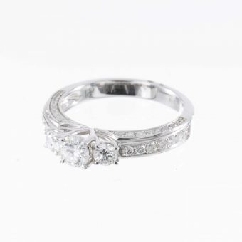 18ct 3 Stone White Gold